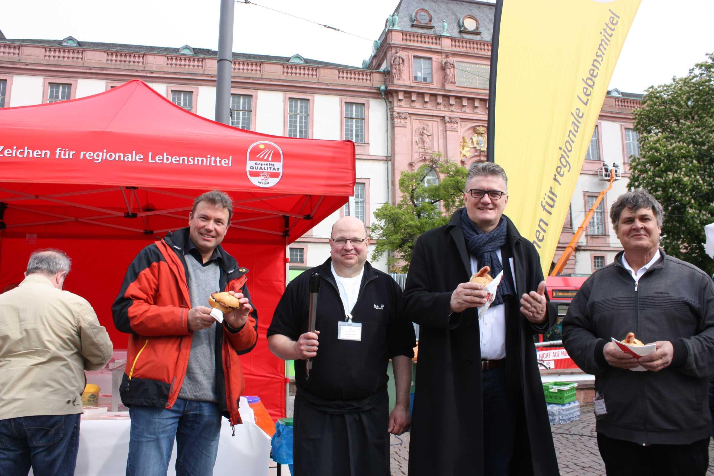 """Aktionstag """"Grillen""""- Bäuerinnen und Bauern im Dialog mit Verbrauchern"""